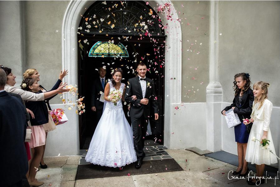 Auszug Kirche Hochzeit