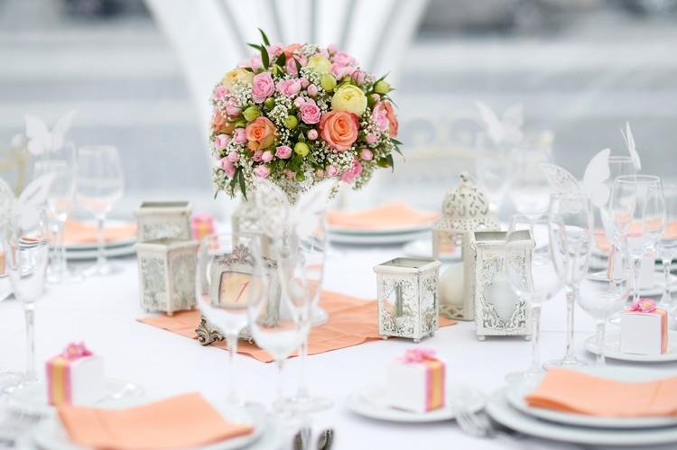 Tischdekoration bei einer Hochzeit